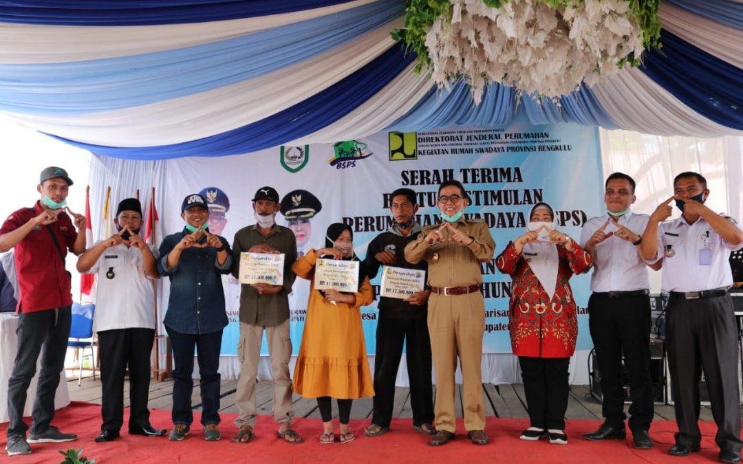Bupati Serahkan Bantuan Stimulan Perumahan Swadaya (BSPS) dan Peletakan Batu Pertama